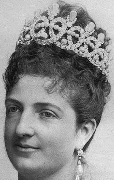 Tiara Mania: Queen Margherita of Italy's Savoy Knot Pearl Tiara