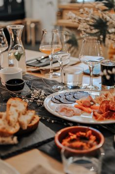 Fancy a night of food and fun? I headed out to Two Belly cheese & beer shop for an evening of Fondue! Lancashire Cheese, Table Setting Etiquette, Beer Shop, Table Setting Inspiration, Beautiful Table Settings, Cheese Lover, Fun Crafts For Kids, Best Places To Eat, Decorating Blogs
