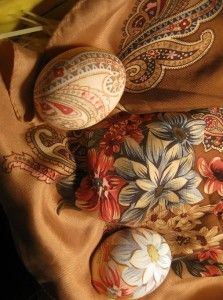 Dyeing Easter Eggs with Old Silk Ties or scarves. Done this a few years now n it amazes me each time I unwrap one. Gorgeous Gorgeous