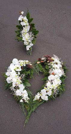 Grave Decorations, Fondant Rose, Spring Home Decor, Funeral Flowers, How To Make Wreaths, Floral Arrangements, Floral Wreath, Christmas, Wedding