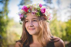 Kruunaa hääkampaus kukkasin! Häät.fissä ohjeet kuinka teet itse kukkaseppleen!