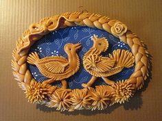 Vizovické pečivo - věnec *slepice a kohout*. Salt Dough, Decorative Plates, Easter, Fancy, Spring, Bakery, Christmas, Crafts, Bread