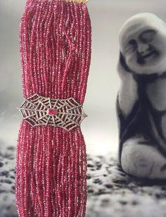 Pulseira de rubis com brilhantes,feita com ouro branco.