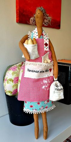 The last creation fron my friend Monica: our baker with flour, her apron..