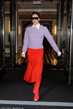 Victoria Beckham dons bright outfit for New York City outing Colour Combinations Fashion, Color Combinations For Clothes, Fashion Colours, Mode Victoria Beckham, Victoria Beckham Outfits, Viktoria Beckham, New York Outfits, Victoria Fashion, Kendall Jenner Outfits