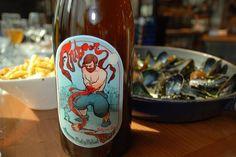 Cerveja Antigoon, estilo Belgian Pale Ale, produzida por Brouwerij De Musketiers, Bélgica. 6.7% ABV de álcool.