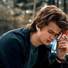 """12 Reasons Joe Keery From """"Stranger Things"""" Is The Internet's New Boyfriend - Babysitter Steve Harrington Stranger Things, Stranger Things Steve, Stranger Things Aesthetic, Stranger Things Funny, Joe Kerry, Stranger Things Characters, Stranger Things Have Happened, Actrices Hollywood, Best Shows Ever"""