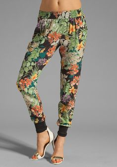 CHARLES HENRY Gym Pants in Tropical Print