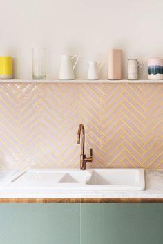 Bilderesultat for pink tiles backsplash Küchen Design, House Design, Wills Design, Design Homes, Design Ideas, Clean Design, Pink Tiles, Green Tiles, Yellow Tile