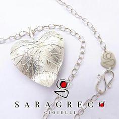 Un #idea #originale per questo #SanValentino ??...una #foglia a #cuore in #argento925 ! ...naturalmente firmato #sgg ♥♡♥ #amore #love #handmade  Solo su... www.saragrecogioielli.com