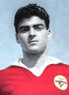 GRANDES NOMES MÁRIO JOÃO Mário João (06/06/1935) Enérgico, voluntarioso e persistente Jogou 5 épocas, entre 57/58 e 61/62....