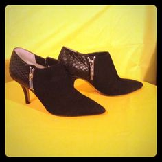 ⬇️FINAL  MARKDOWN⚡️MICHAEL KORS ~ Booties **AUTHENTIC**Black suede and leather size 5 Heel = 3 inches. Only wore 3t imes. Still in excellent condition. You will not be disappointed. Will accept reasonable offer! Don't miss this opportunity! Michael Kors Shoes Ankle Boots & Booties