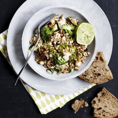 Mættende og sund salat med broccoli