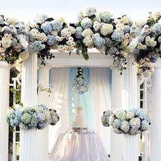 Hydrangeas are the perfect blooms to choose if you want to give a really full effect. They are reasonably cheap, have fabulous watercolour petals, and when bunched together they look like hundreds of little flowers! #hydrangea #flowers #blooms #styling #t