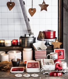 H&M Christmas Collection 2013 Hennes & Mauritz Country Lifestyle with Christmas Plates, Bowls, Cannisters, Wind Chimes and Candles in the Colors White, Red and Natural Materials. H&m Christmas, Nordic Christmas, Christmas Plates, Christmas Candle, Rustic Christmas, Christmas And New Year, Simple Christmas, Xmas, Christmas Ideas