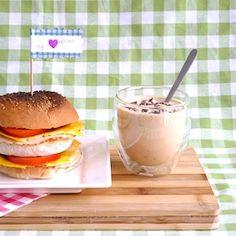 Gezellig, vaderdag! Dit stoere ontbijt met een ontbijtburger en koffiekwark valt vast in de smaak. Met dit recept maken de kinderen (met misschien een beetje hulp) een geweldig vaderdagontbijt, met een leuke prikker erbij! Ken je ook onze leuke producten voor Vaderdag? Ingrediënten Voor de ontbijtburger: 2 witte sesambolletjes 1 ei 1 scheutje zonnebloemolie mayonaise […]