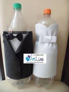 Garrafas Pet de 2L revestidas de EVA...  Ideal para hora de passar a gravata e o sapatinho... vai colocando o dinheiro dentro da garrafa.  O preço é pelo Par de garrafas. R$ 15,00