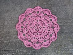 Nice slightly intricate doily with pattern, FREEBIE, link here: thanks so xox http://web.archive.org/web/20041018210231/http://www.denisecrochets.com/wintersbreath.html