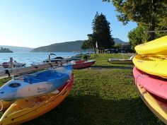 Location vacances chalet Talloires: Loueur de canoë-kayak et pédalos à côté du chalet