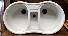 Fregaderos de dos senos de resina, nuevos de 2ª, de color blanco. Con senos redondeados y pequeño seno central para estropajo. --- Dimensiones: 90x50cm (Para hueco a partir de 86x46cm) --- REF: R0563 --- Realizamos envíos --- P.V.P 30€---  Más información haciendo click en la imagen.