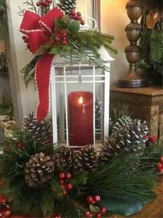 50 Affordable Christmas Table Centerpieces Ideas For Your Dining Room - Are you looking for Christmas table decoration ideas for your Christmas feasts? You need not worry because below are a couple of Christmas table decor. Lantern Christmas Decor, Christmas Table Centerpieces, Diy Christmas Decorations Easy, Christmas Arrangements, Rustic Christmas, Simple Christmas, Christmas Diy, Christmas Wreaths, Diy Decoration