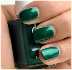 Kinda diggin the emerald nails for St. Patty's Day :) Duri Paparazzi Nail Lacquer