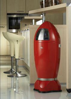 Spaceboy XL Wesco 35 liter rood, leverbaar in meerdere kleuren. Afvalemmer die uitermate geschikt is voor grotere ruimtes.