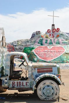 Desert Fever: Road Trip to Salvation Mountain – Shoestring Adventures Travel Goals, Travel Usa, Oh The Places You'll Go, Places To Travel, Slab City, Bibel Journal, Salvation Mountain, Las Vegas, Adventure Is Out There