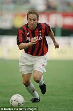 Jean-Pierre Papin broke the world transfer record with his move to AC Milan in 1992 Jean Pierre Papin, Ac Milan, Football Players, Soccer, Posters, Passion, Hs Sports, World, Fc Bayern Munich