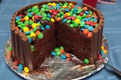 """Праздничный бисквитный торт """"KitKat"""" фото"""