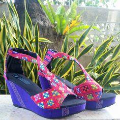 La cuña sandalias de tacón alto para mujeres en textiles de tejidos a mano de…