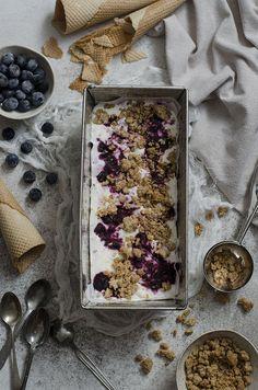 Ananás e Hortelã: Gelado de Iogurte com Mirtilos Assados e Crocante