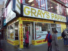 Best hot dogs in Manhattan--Gray's Papaya... der Kult-Hot-Dog in New York by Tom in NYC, via Flickr