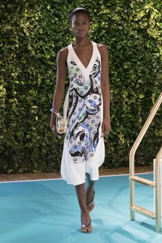 The complete Emilio Pucci Spring 2018 Ready-to-Wear fashion show now on Vogue Runway. REGINE
