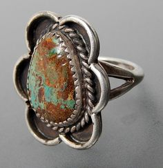 Metal: Silver Metal Purity: .925 Hallmark: Tested for Sterling silver Size: 5.75 Artisan: Unknown Tribe Affiliation: Navajo Width ( inches / mm ): 1.03 / 26.2 Weight ( gram ): 8.0 Condition: Vintage T