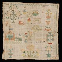 Kleine vierkante merklap gewerkt in kruissteek in gekleurd zijde op grof gebleekt linnen