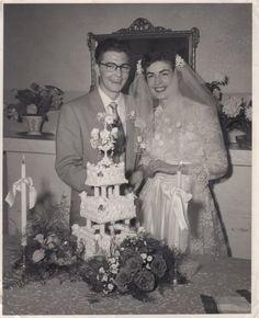 . Vintage Wedding Photography, Bridal Photography, Wedding Attire, Wedding Bride, Wedding Dresses, Old Wedding Photos, Wedding Pictures, Vintage Bridal, Vintage Weddings