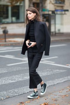 Closet Staple: 37 Ways To Style Cropped Black Pants – Closetful of Clothes Mode Outfits, Fashion Outfits, Womens Fashion, Look Fashion, Daily Fashion, Preppy Fashion, School Fashion, Cheap Fashion, Moda Minimal