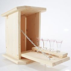 Zwitscherkasten - Minibar for the garden with 4 glasses - Wood Work Ideas & Most Popular Designs Woodworking Software, Woodworking Box, Woodworking Basics, Woodworking Projects, Mini Bars, Bird House Plans Free, Jewelry Box Plans, Creative Box, Wood Wine Racks