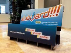 kartonnen bank op maat gemaakt en gepersonaliseerd voor een klant Karton Design, Nice Asses