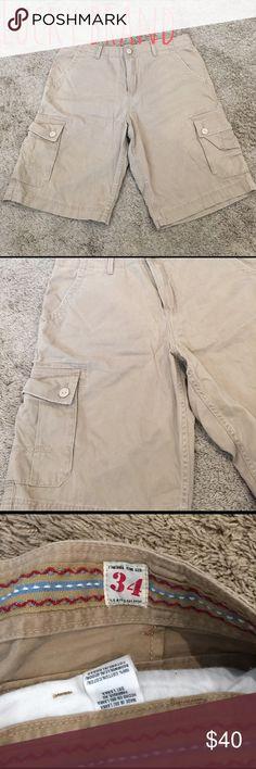 """EUC Men's Lucky Brand tan cargo shorts EUC Men's Lucky Brand cargo shorts in tan. Worn once. Size 34 waist with approx 11"""" inseam. Lucky Brand Shorts Cargo"""