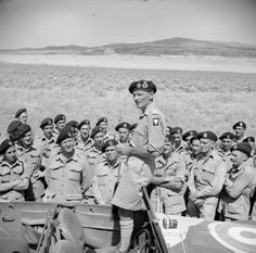 General Montgomery addresses officers and men of the Canadian Tank Regiment (Ontario Regiment) near Lentini, 25 July 1943 Canadian Soldiers, Canadian Army, Canadian History, British Army, Ww2 History, World History, Military History, Afrika Korps, Historical Pictures