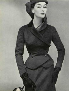 Anne Gunning in an anthracite wool suit by Christian Dior, photo by Pottier, 1952 - Anne Gunning in an anthracite wool suit by Christian Dior,… Vintage Fashion 1950s, Vintage Dior, Vintage Couture, Vintage Mode, Vintage Glamour, Retro Fashion, Vintage Hats, Victorian Fashion, Christian Dior Vintage