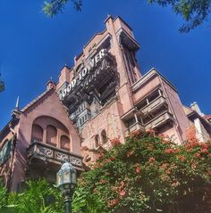 This is my 14 day guide for anyone visiting Orlando for the first time, where you can get the most use out of your park tickets and see all the big theme parks in one holiday without becoming exhausted. Florida Travel, Us Travel, Hollywood Tower Of Terror, Visit Orlando, Exhausted, Walt Disney World, Places To See, Parks, Explore