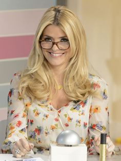 Holly Willoughby Holly Willoughby Hair, Helen Flanagan, Barbie Life, Flawless Beauty, Gorgeous Blonde, Wearing Glasses, Tv Presenters, Blonde Women, Girls With Glasses