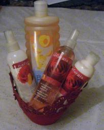 Avon Peach & Red Rose Bath & Body Gift Basket Set