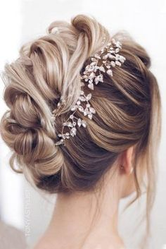 beautiful hair styles for wedding Top 21 Wedding Hairstyles For 2019 Wedding Hairstyles For Long Hair, Wedding Hair And Makeup, Wedding Updo, Bride Hairstyles, Wedding Bride, Hairstyles 2018, Easy Hairstyles, Bridal Updo, Newest Hairstyles
