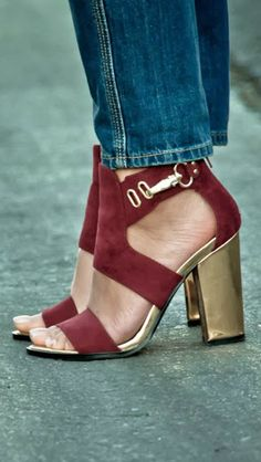Cute fall shoes! #gold #oxblood