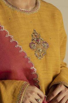 Pakistani Formal Dresses, Pakistani Wedding Outfits, Pakistani Dress Design, Nikkah Dress, Anarkali Dress, Indian Designer Outfits, Indian Outfits, Designer Dresses, Ladies Suits Indian