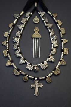 My second Argobba necklace, original stringing with glass beads. My favorite Ethiopian necklaces. Metal Clay Jewelry, Funky Jewelry, Old Jewelry, Tribal Jewelry, Bohemian Jewelry, Beaded Jewelry, Jewelery, Metal Beads, Ethiopian Jewelry